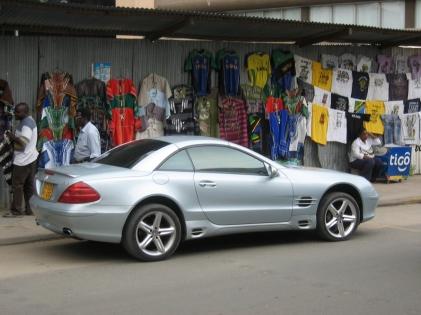 Silver_Mercedes-Benz_SL_Type_R230_in_Dar_es_Salaam.jpg